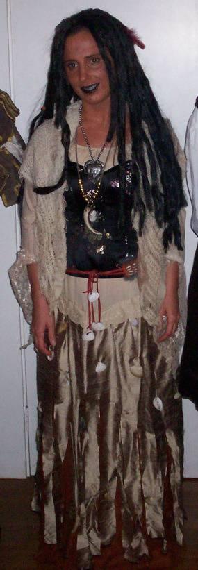 5 Pirates of the Caribbean Costumes fast and cheap Tia-dalma_zps7c15671e