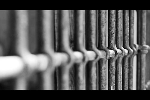 Los Monstruos No Existen Jailbars01_s_zpsycydft9s