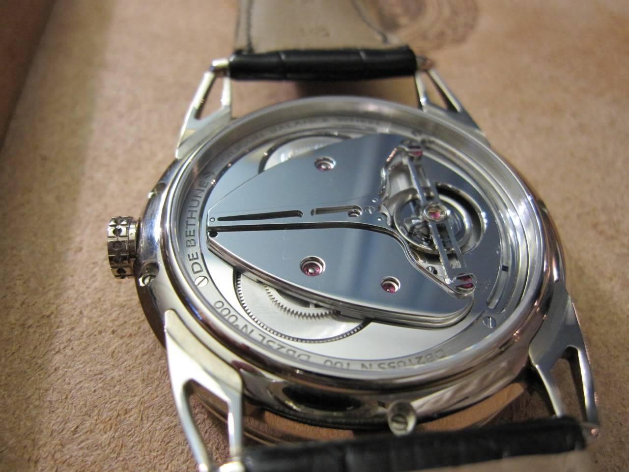 Où l'horlogerie devient art... (De Bethune inside) DB_SIHH2010_007