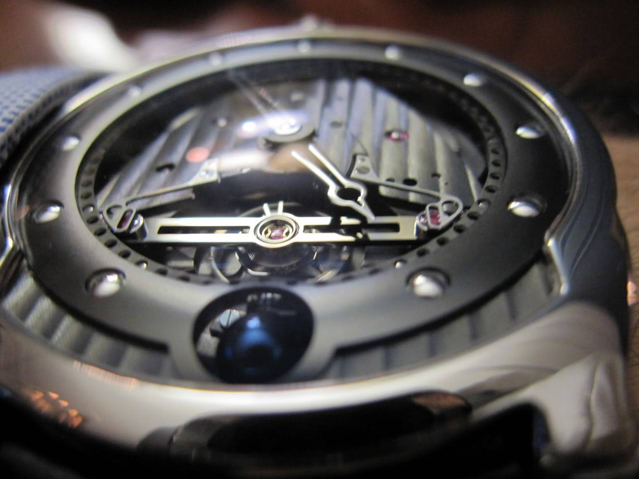 Où l'horlogerie devient art... (De Bethune inside) - Page 2 DB_SIHH2010_027