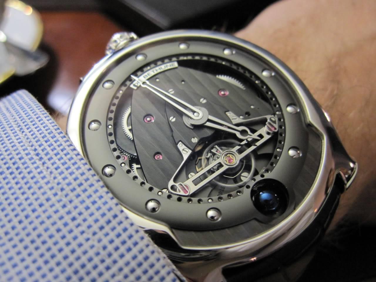 Où l'horlogerie devient art... (De Bethune inside) - Page 2 DB_SIHH2010_028
