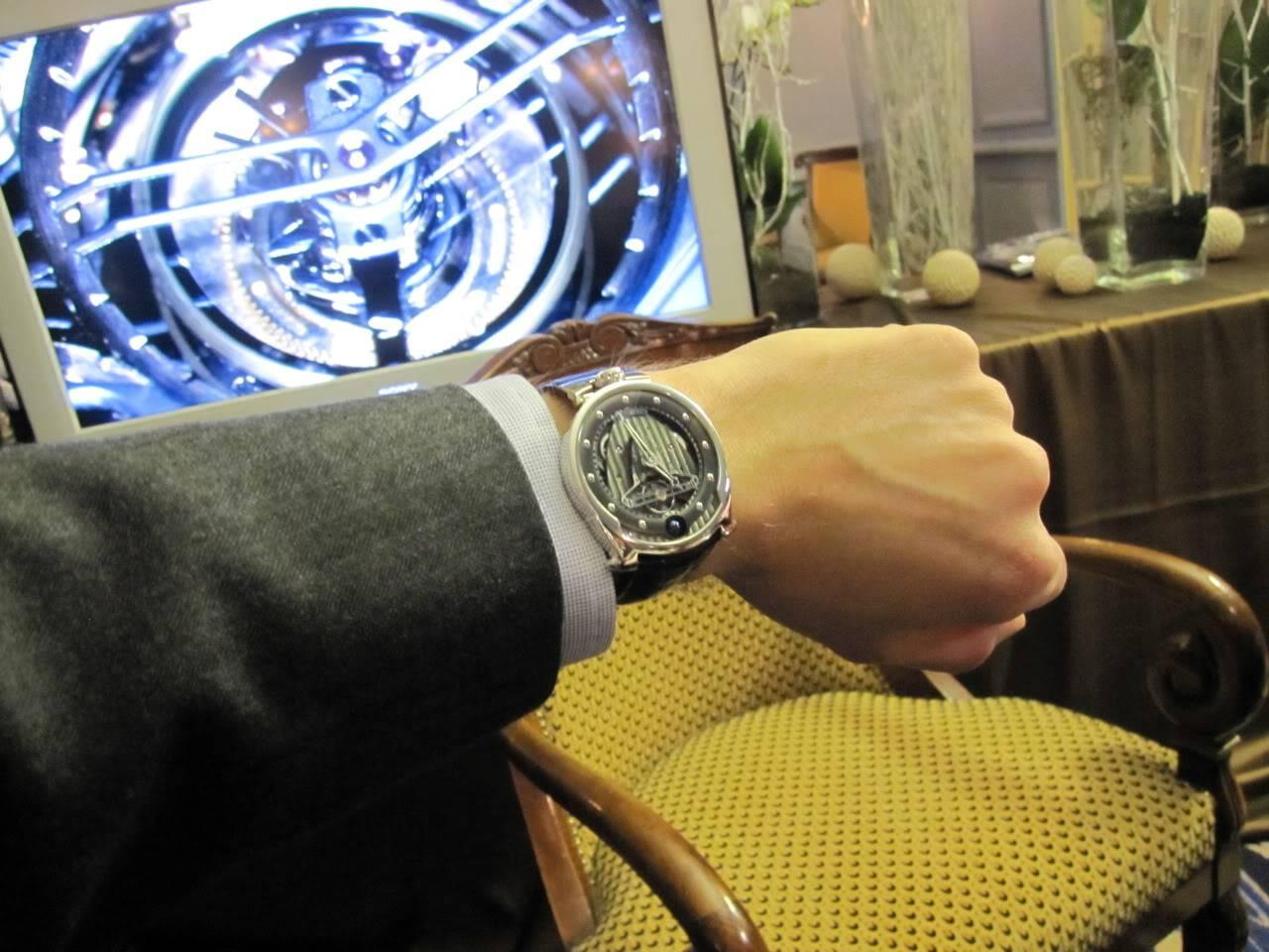 Où l'horlogerie devient art... (De Bethune inside) - Page 2 DB_SIHH2010_031