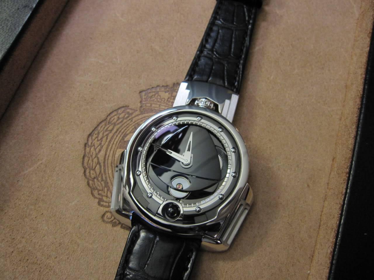 Où l'horlogerie devient art... (De Bethune inside) - Page 2 DB_SIHH2010_032