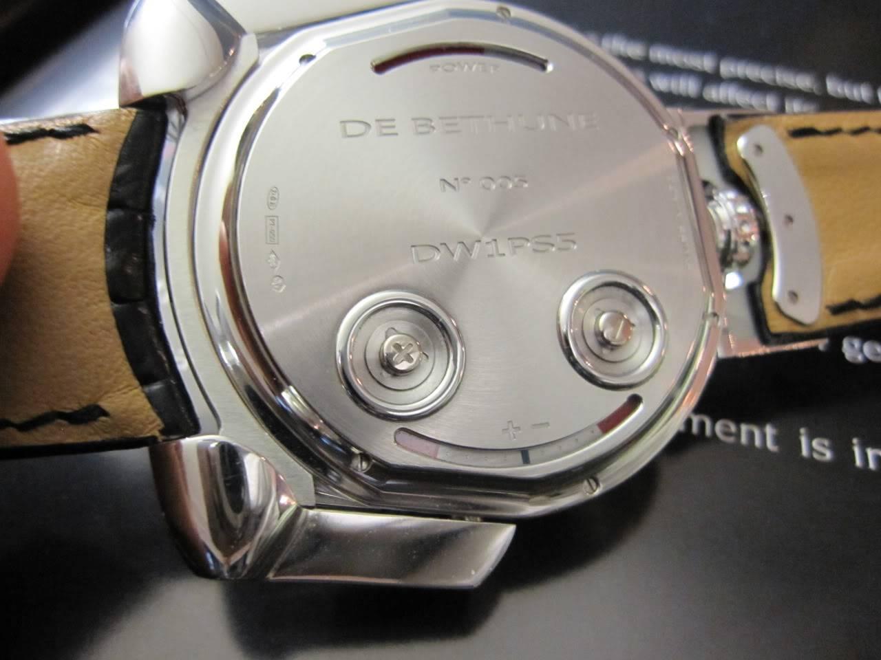 Où l'horlogerie devient art... (De Bethune inside) - Page 2 DB_SIHH2010_035