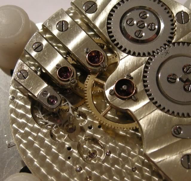 Je suis tombé en extase devant cette montre qui vient de Belgique ...  DSCN6893-1