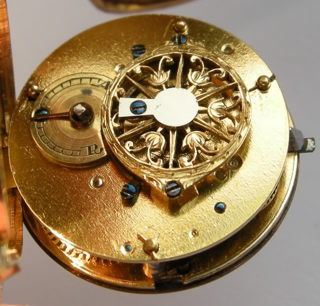 A very nice shell shaped miniature watch DSCN0021-1-2