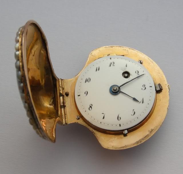 A very nice shell shaped miniature watch DSCN0025-1-4