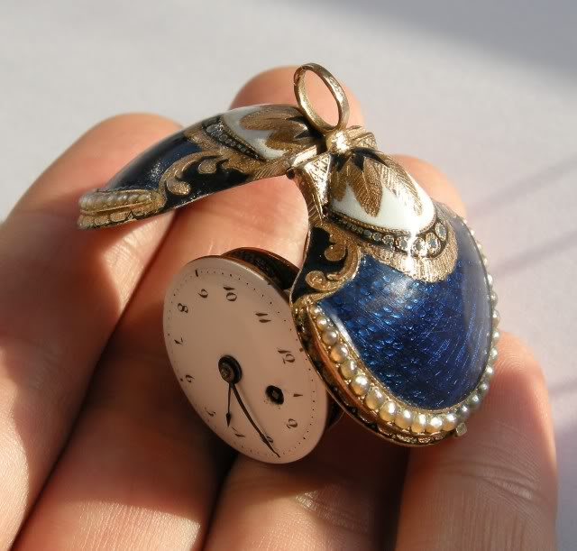 A very nice shell shaped miniature watch DSCN0047-1-6