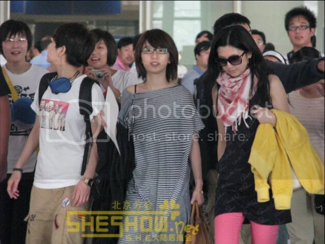 S.H.E @ Beijing Airport 06-05-08 Picture11