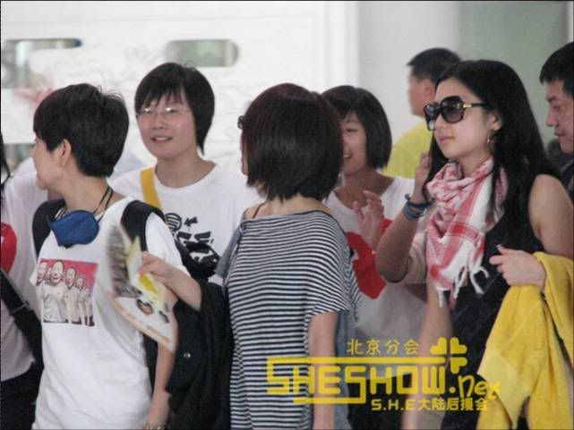 S.H.E @ Beijing Airport 06-05-08 Picture12