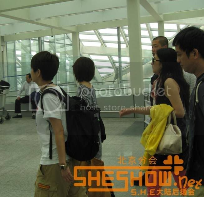 S.H.E @ Beijing Airport 06-05-08 Picture14