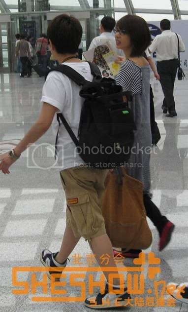 S.H.E @ Beijing Airport 06-05-08 Picture15