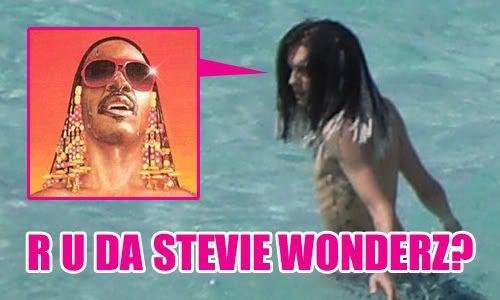 [USA @] La nouvelle coiffure de Bill inspirée de Stevie Wonder? Stevie500