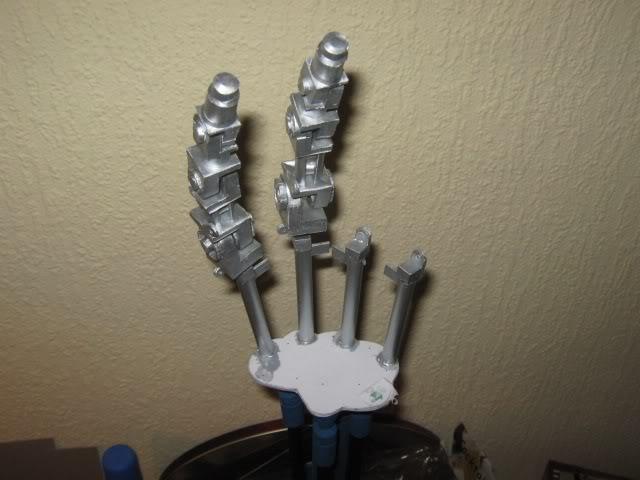 Terminator in 1:1 Hand1