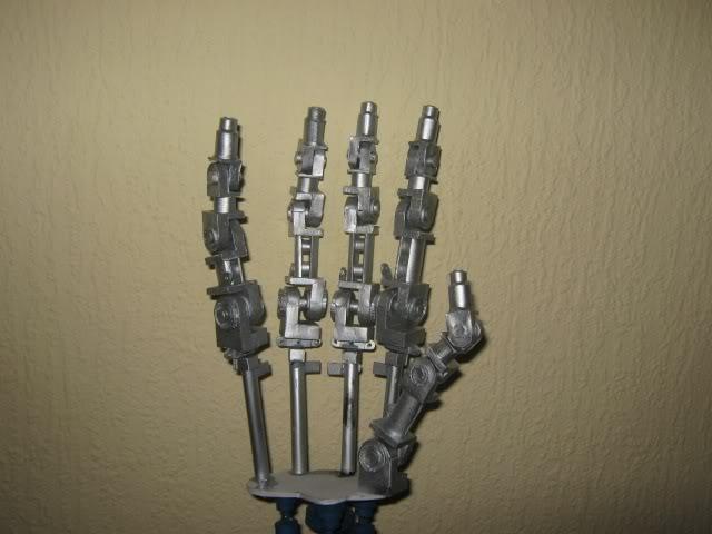 Terminator in 1:1 Hand4