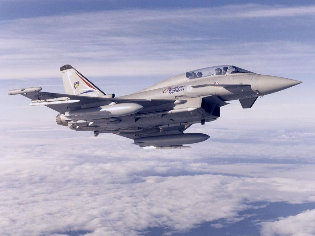 Duel de chasseurs Eurofighter_Typhoon_gokyuzunde
