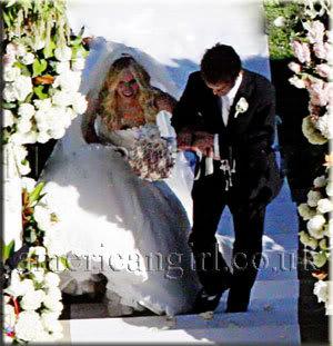 Dolu dolu avril ve kocasından fotolar Avril_lavigne_wedding