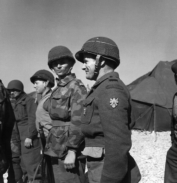 The Belgium-Luxembourg Battalion in Korea 580px-Luxembourg_soldier_Korea_1953