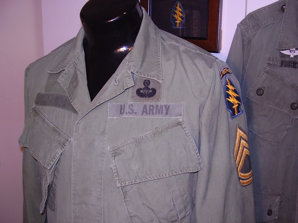 Poplin Jungle Jacket of SFC Humberto (Daniel) V. Chapa MACV-SOG Command and Control North 1968. Uniforms371