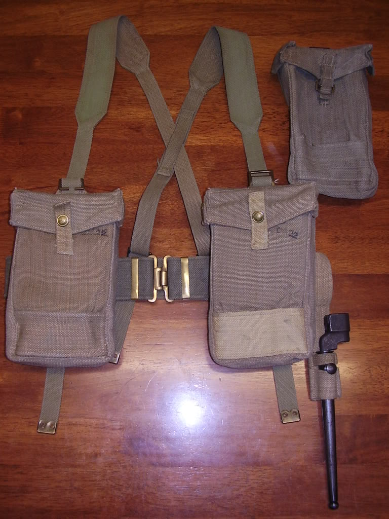 British and Commonwealth Web Equipment of the Two World Wars. Uniforms126