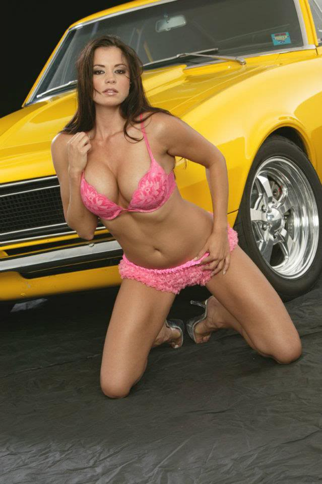 Sexy Bitches with Cars Thread. 406355_399481133442668_726279739_n