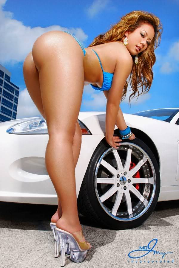 Sexy Bitches with Cars Thread. 539736_400497116674403_979547609_n