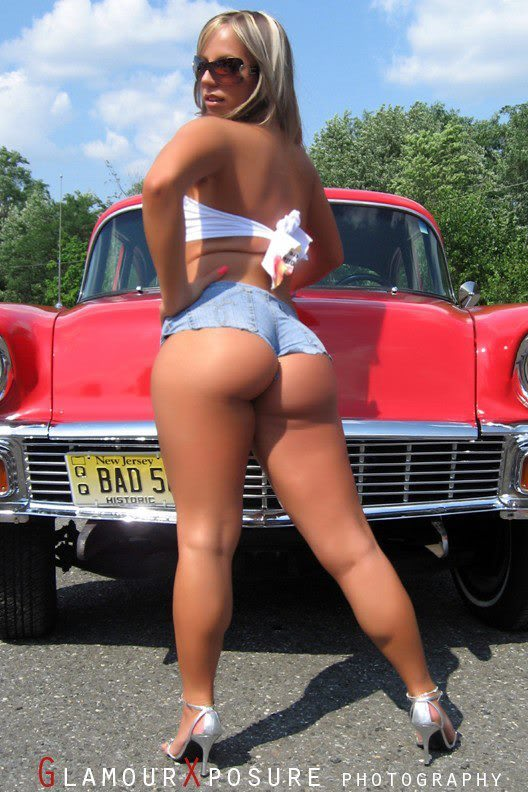 Sexy Bitches with Cars Thread. 541485_399481350109313_1024144609_n