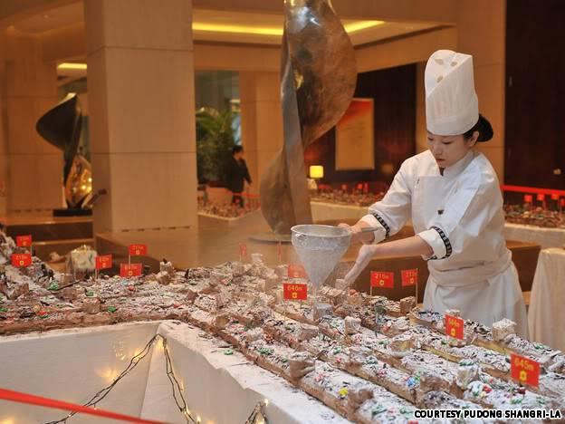 [News] Chiếc bánh khúc cây dài nhất thế giới _preparationzhun_bei_gong_zuo_