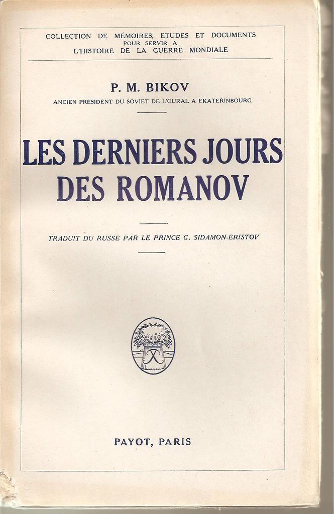 Libros sobre la realeza y sobre joyas reales. ESCANEOSLIBROSFORO002