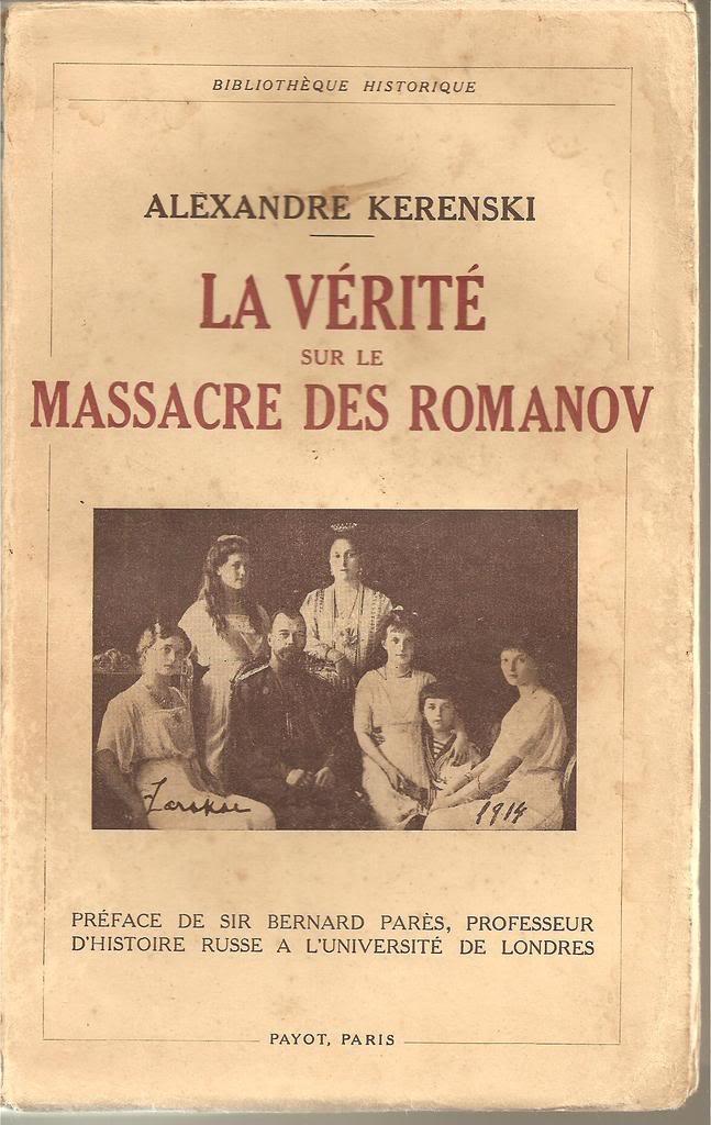Libros sobre la realeza y sobre joyas reales. ESCANEOSLIBROSFORO004