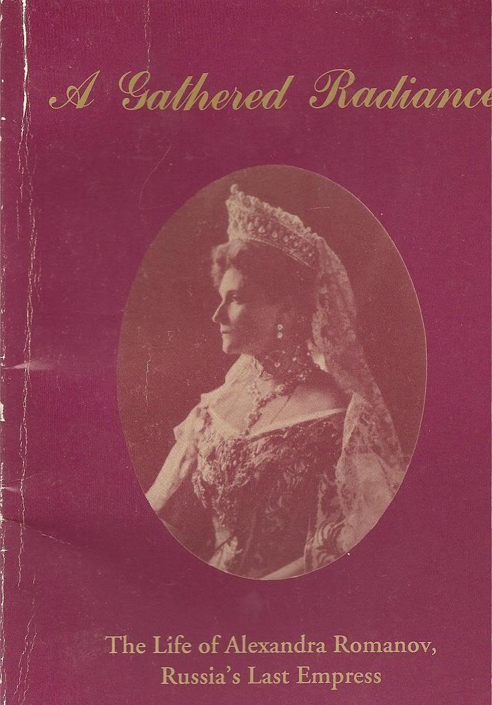 Libros sobre la realeza y sobre joyas reales. ESCANEOSLIBROSFORO013