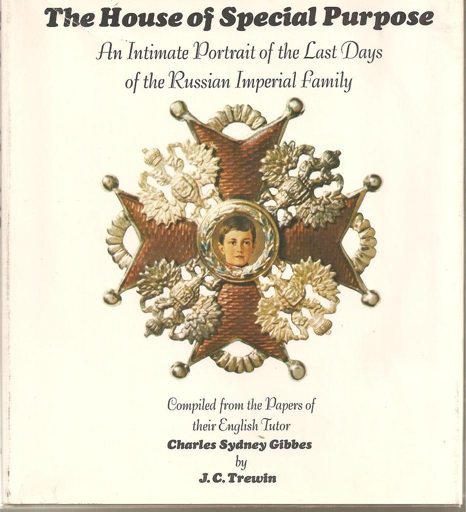 Libros sobre la realeza y sobre joyas reales. ESCANEOSLIBROSFORO017