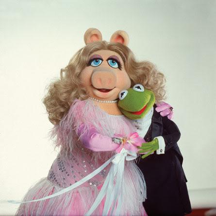 بإنفراد تام تحميل جميع مواسم مسرح العرائس المابيت شو الخمسة كاملة / The Muppet Show Full season 1- 5 Muppet-Show-piggy