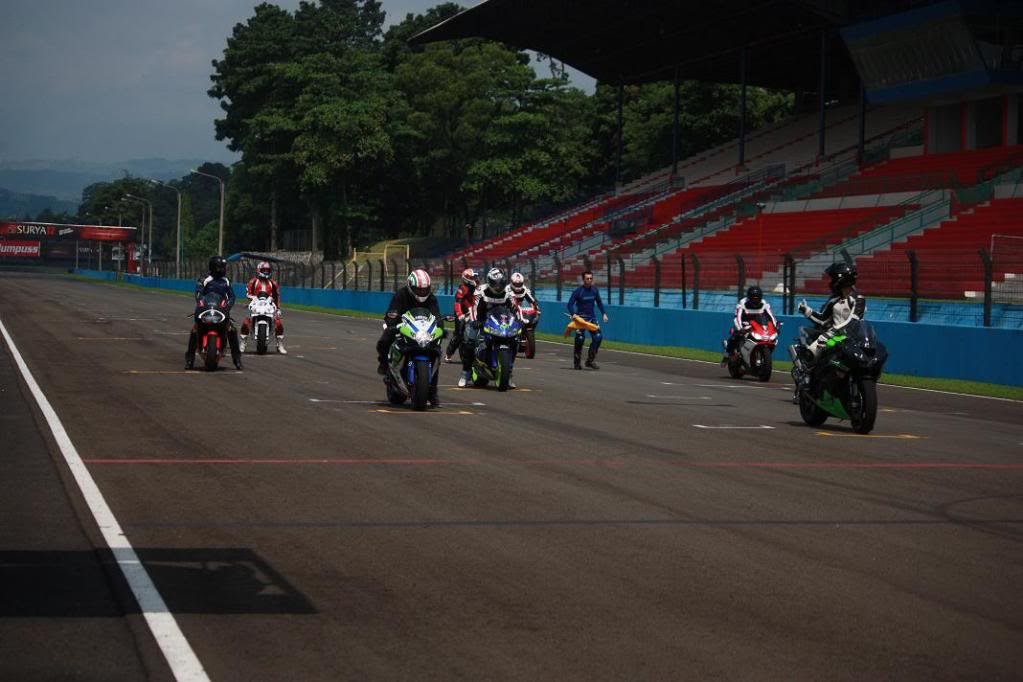 The story continued, with RSV4 Factory RACE at Sentul!!! >>> Page 34 <<< - Page 20 IMG_8406