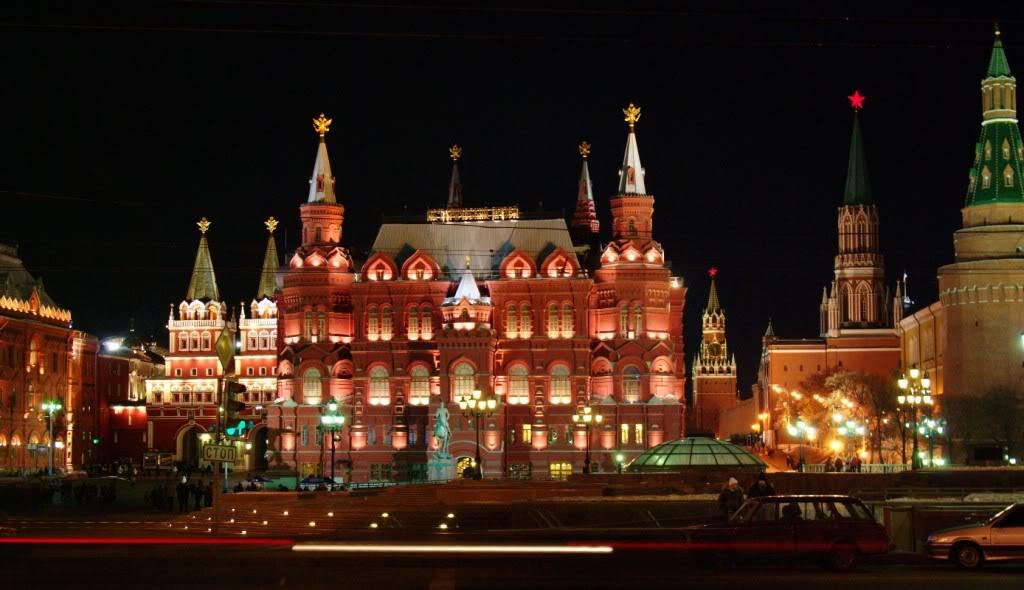 Las Fiestas en Rusia History-museum-kremlin-night-view-w