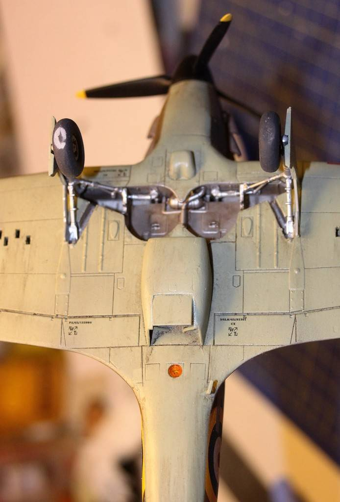 "Hawker Hurricane Mk.I ""Ready for Batttle"", Airfix 1/48 - Sida 3 IMG_9880_zpsycjf32v3"