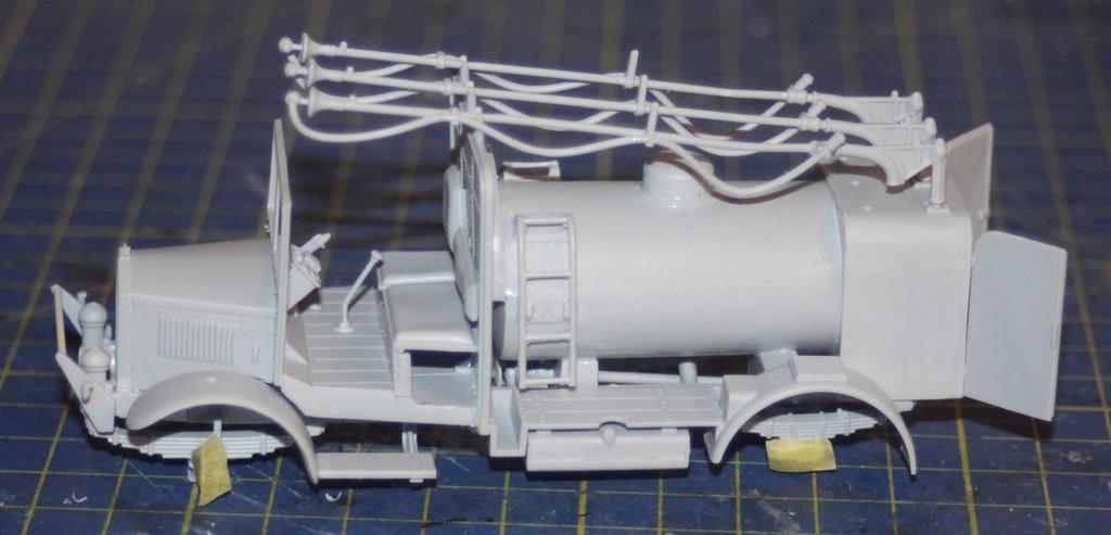 Albion 3-Point Fueller, Airfix 1/48 IMG_9192_zpskox25g8o