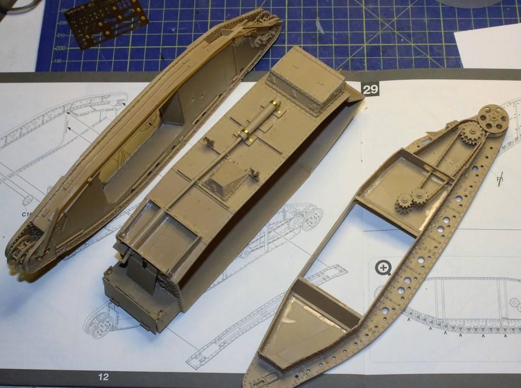 "WWI Heavy Main Battle Tank ""Female"", Takom 1/35 IMG_0002_zpsbhzwjq6m"