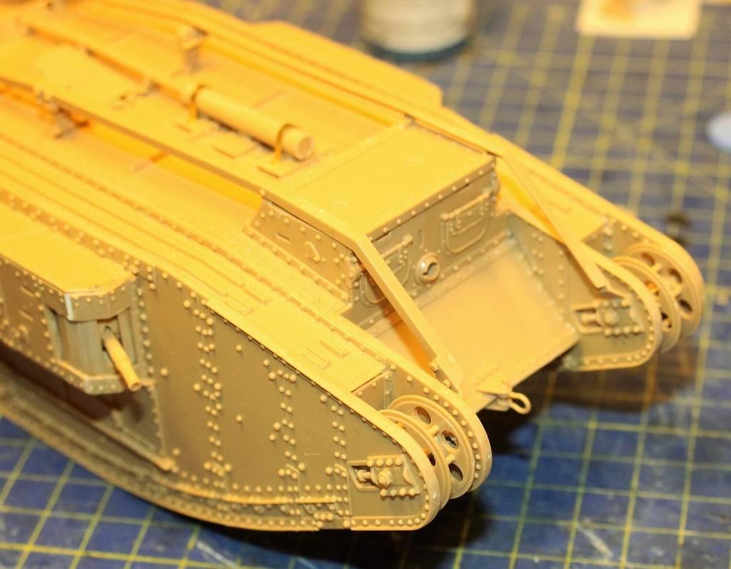"WWI Heavy Main Battle Tank ""Female"", Takom 1/35 IMG_0121_zpsftkxx1ng"