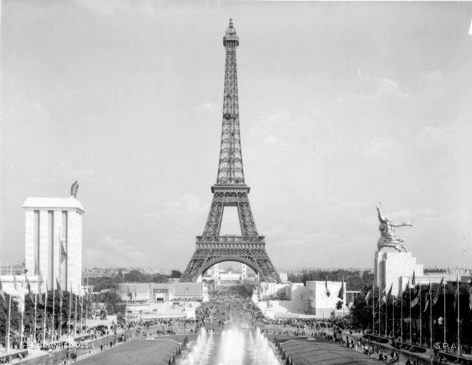 Vuelve monumento del Obrero y la Koljoziana La_Tour_Eiffel_en_1937_contrast