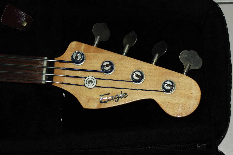 Alguém sabe que Fender é esse? 4P