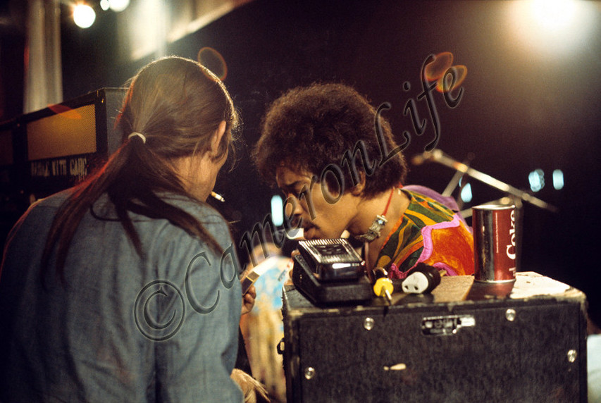 Blue Wild Angel: Jimi Hendrix Live At The Isle Of Wight (2002) - Page 2 68ad08f62e866147b501062dc5d49c2b