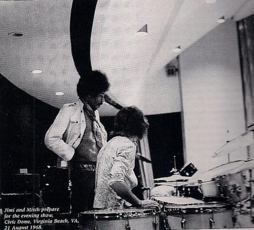 Virginia Beach (Civic Dome) : 21 août 1968 [Second concert] 6d9a0ade0bc23afeb37adabffc6f9b8d