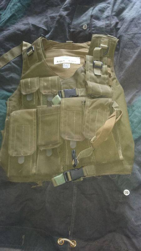 Hagor Assault Vest+Green Beret-Screen Used In Wold War Z by main character SEGEN. World%20war%20z%20vest%20004_zps8fihdxgc