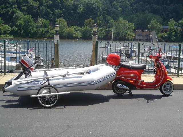 Как транспортируем лодки на воду ScooterpullsBoat001