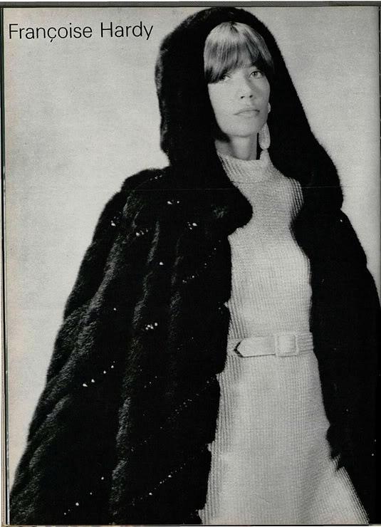 Les tenues étonnantes de Françoise Hardy - Page 2 August1970vogue_6