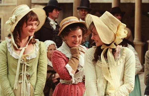 Períodos, historia y accesorios de lujo masculinos. Mrs-Bennet-and-Girls-pride-and-prejudice-4631570-600-388