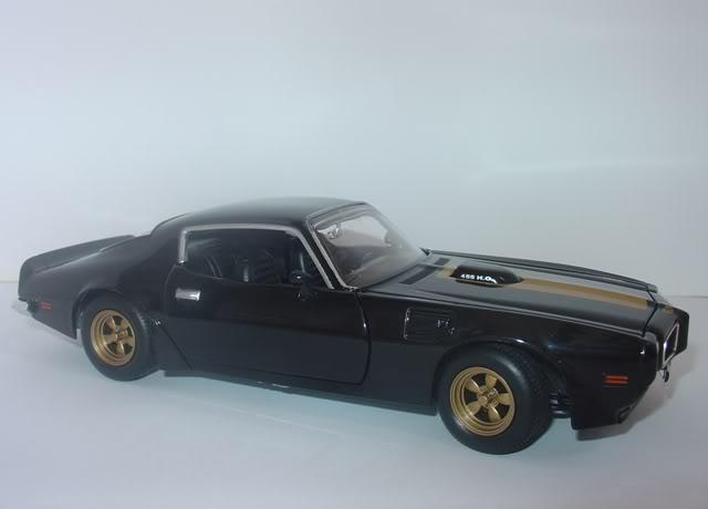 Pontiac Firebird Trans AM by Johnny Lightning DSC07255