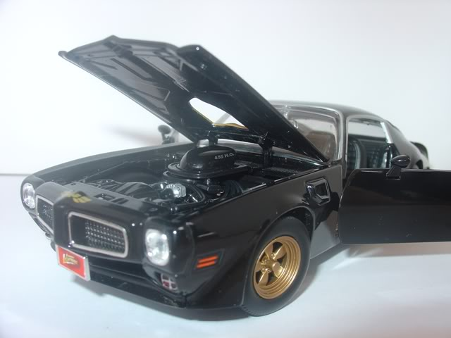 Pontiac Firebird Trans AM by Johnny Lightning DSC07263