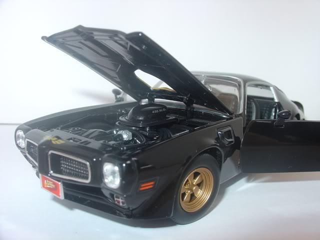Pontiac Firebird Trans AM by Johnny Lightning DSC07263